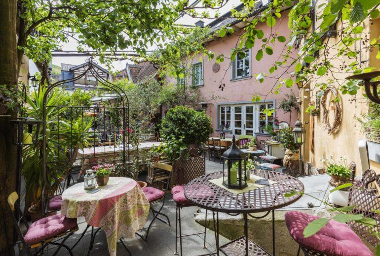 Weinwirtschaft - Im Burggarten - Innenhof